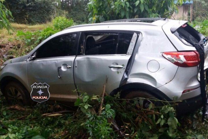 Camioneta furtada em Chapecó carregada de cigarro contrabandeado colide em árvore a margem da SC-160