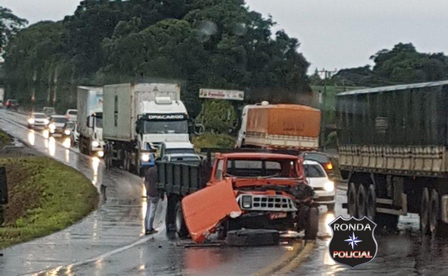 Violenta colisão deixa trânsito lento na 282 em Faxinal dos Guedes