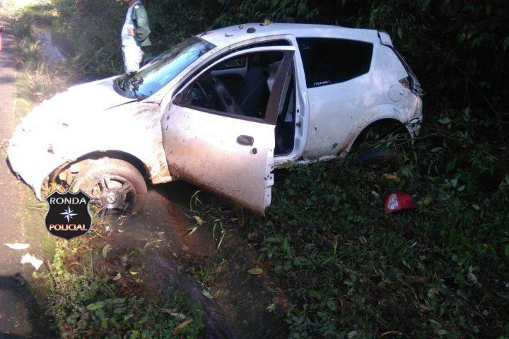 Capotamento deixa motorista ferido na SC-154