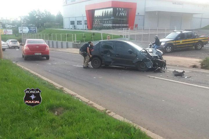 Duas pessoas ficaram feridas em violenta colisão no início da manhã