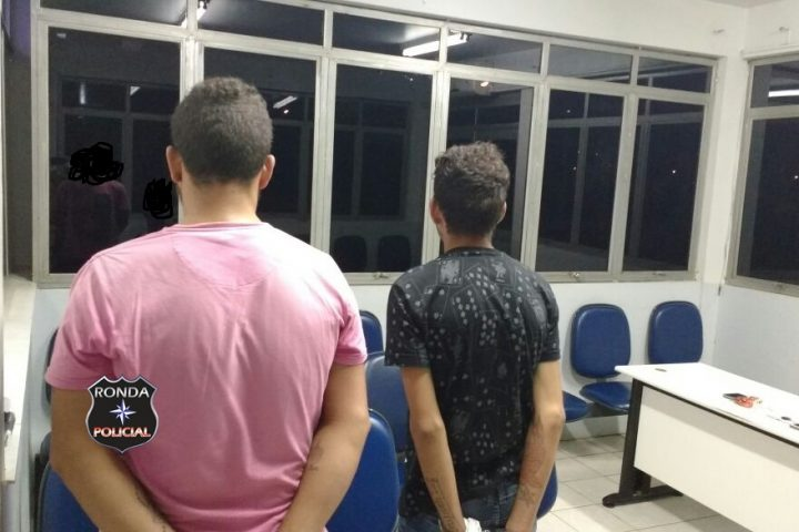 Jovens são presos em flagrante com carro roubado