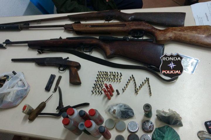 Idoso é preso com armas e munições após ameaçar esposa e filho