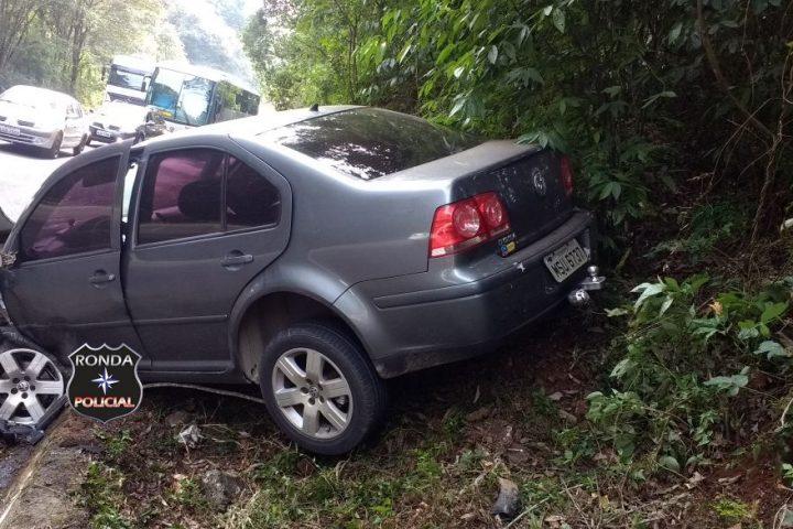Violenta colisão entre carro e caminhão é registrada na SC-283