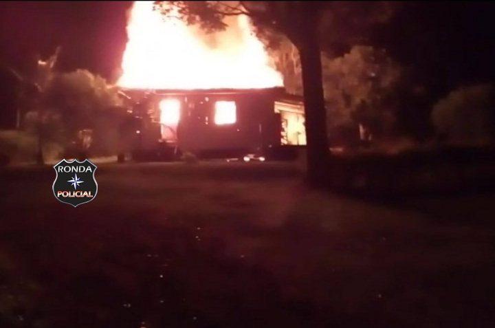 Casa é consumida pelo fogo em comunidade rural