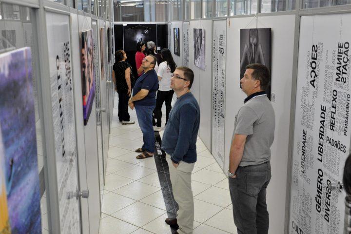 Comunidade está prestigiando Exposição Fotográfica na Câmara