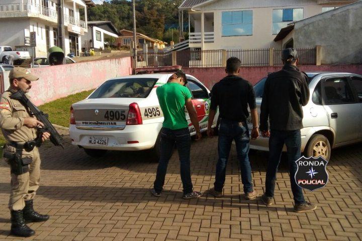 PM prende em flagrante três jovens com veículo furtado