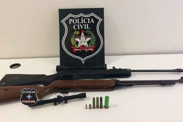 Homem acaba preso com armas depois que criança levou munição para escola