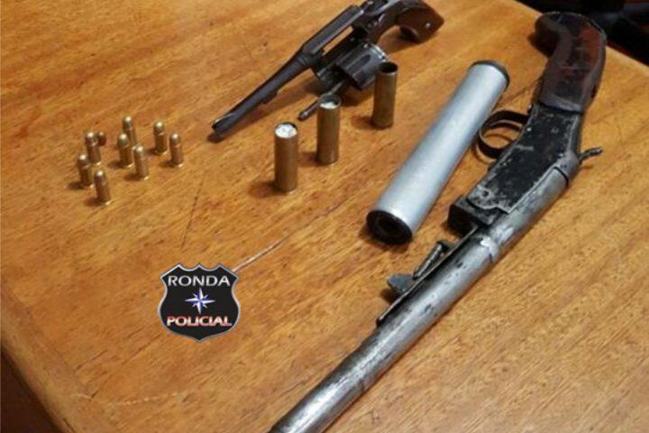 Polícia Civil apreende armas e uma pessoa é presa durante operação em Xaxim