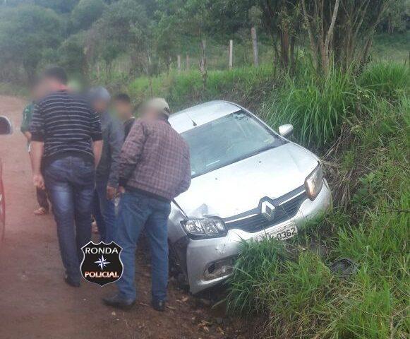 Veículo oficial se envolve em acidente durante o domingo no interior do município