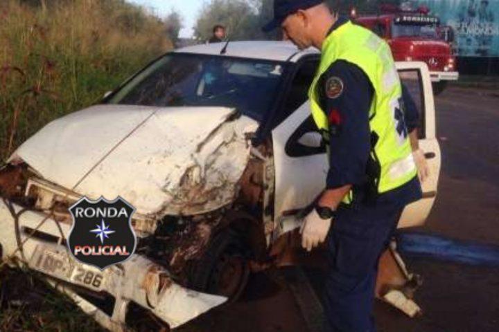 Quatro pessoas ficam gravemente feridas em violenta colisão entre carro e caminhão