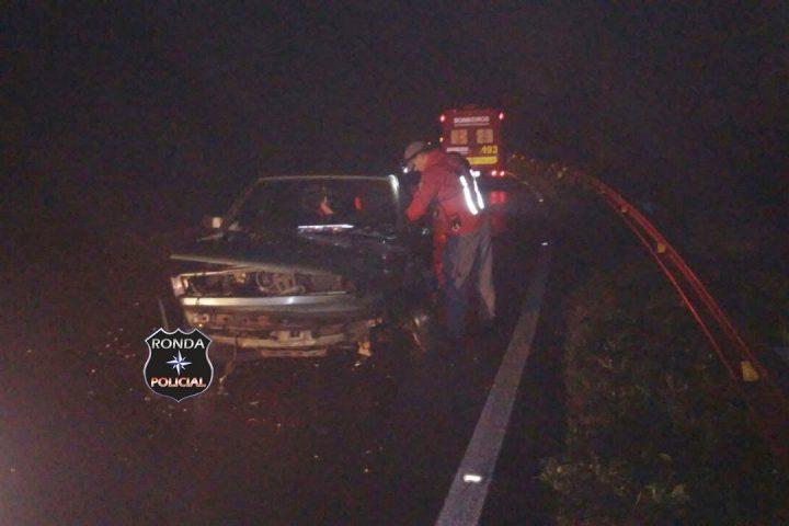 Veículo de Ponte Serrada se envolve em violenta colisão com caminhão na BR-153