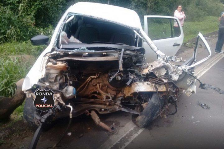 Grave acidente entre carro e micro-ônibus é registrado na 282