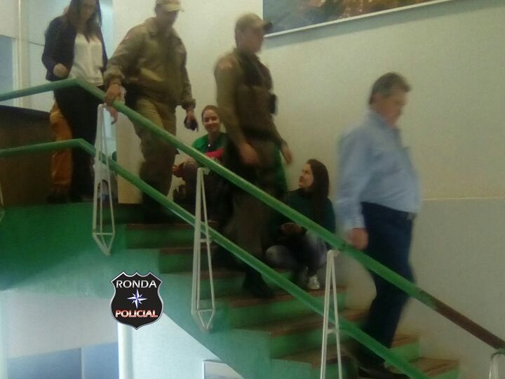 Prefeito de Xaxim recusa atender servidores pede auxílio da PM para sair escoltado da Prefeitura