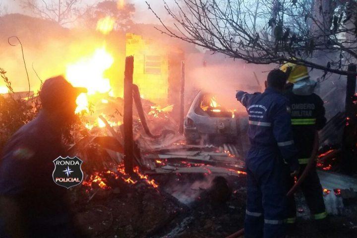 Casa é consumida pelo fogo em propriedade rural de Bom Jesus