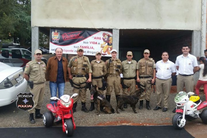Policiais do Proerd e Canil de Xanxerê participam do Dia de Ação Social em Ipuaçu