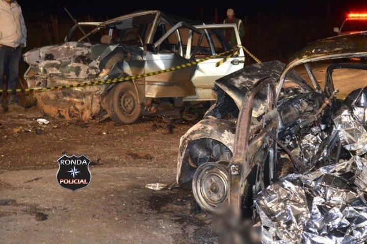 Cinco pessoas morrem carbonizadas e outras quatro ficam feridas em grave acidente