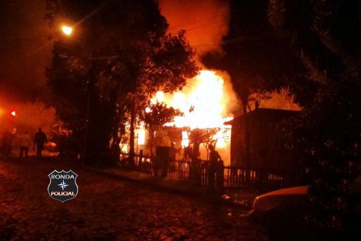 Idoso morre carbonizado durante incêndio em residência