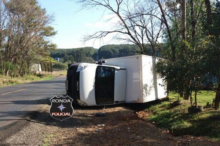 Caminhão tomba na SC-283