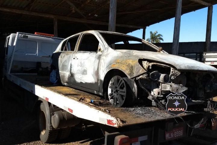 Carro de Xanxerê é consumido pelo fogo durante a madrugada na SC-155