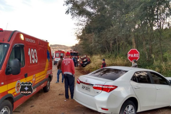 Duas pessoas ficam feridas em violenta colisão frontal registrada na BR-282