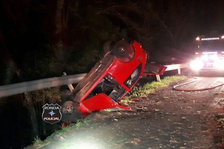 Duas pessoas ficam feridas em acidente na 282 durante a madrugada