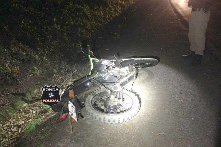 Adolescente morre depois de cair de moto e ser atropelado na 282