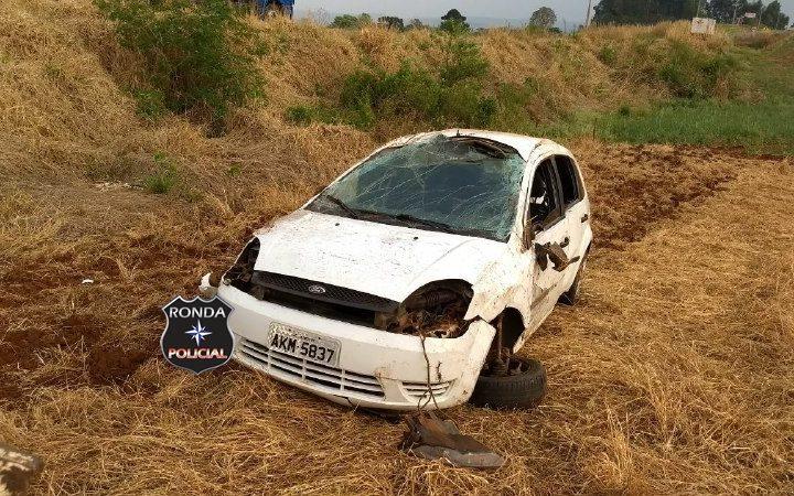 Motorista de Xanxerê abandona carro após capotar a margem da SC-480