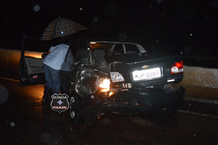 Violenta colisão entre carro e caminhão é registrada na curva do viaduto em Xanxerê
