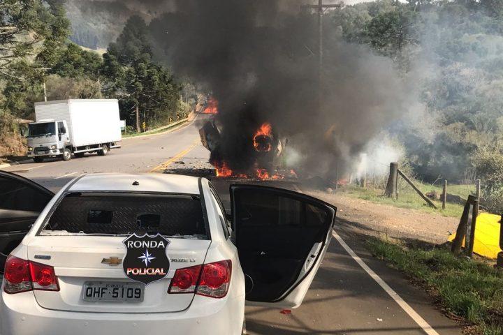 Quadrilha fortemente armada explode carro-forte na SC-355