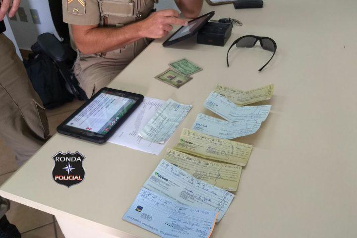 Dupla é presa em flagrante ao tentar fazer compras com cheques furtados
