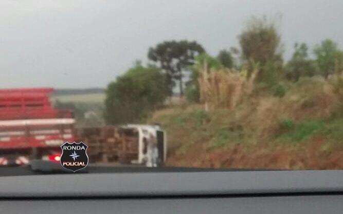 Caminhão tomba e deixa trânsito lento na SC-480 em Bom Jesus