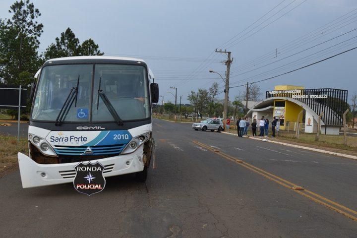 Violenta colisão envolvendo carro e ônibus é registrada próximo à Femi em Xanxerê