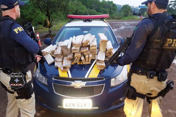 PRF apreende grande quantidade de maconha em veículo uruguaio
