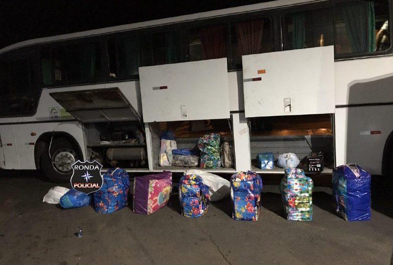 Operação conjunta entre PM e Receita Federal realiza apreensão de grande quantidade produtos contrabandeados em ônibus na BR-282