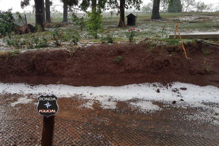 Chuva de granizo causa danos em residências em Xanxerê
