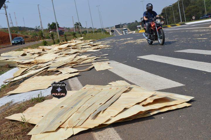 Derramamento de carga é registrado no trevo da Femi em Xanxerê