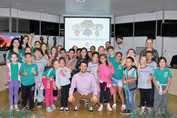 Alunos da Escola Pequeno Trabalhador visitaram a Câmara Municipal