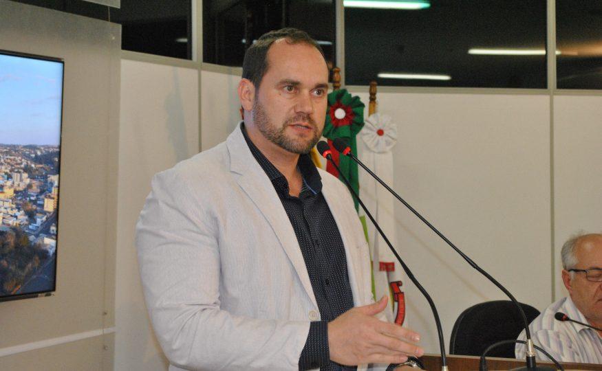 Aprovação do IPTU Progressivo e aumento da Taxa de Lixo gera indignação de vereador que afirma acionar MP contra projetos