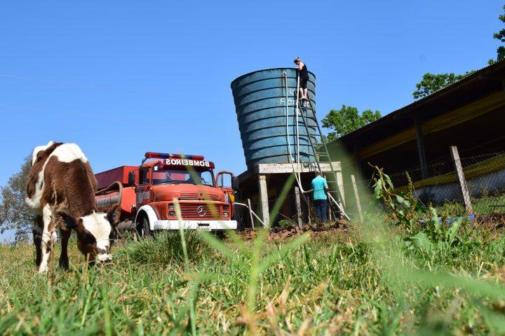 Caminhões realizam distribuição de água no interior de Xanxerê