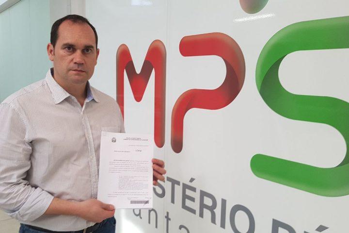 Wilson protocola no MP denúncia de contratações ilegais e relatório com projetos irregulares