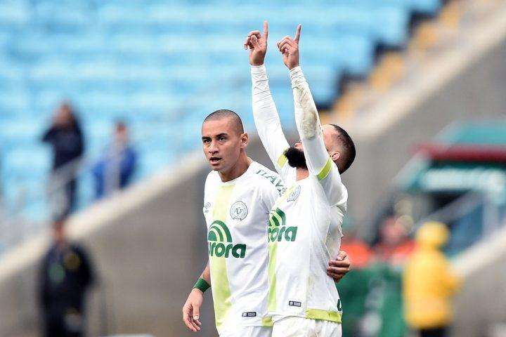 Chape vence Grêmio fora de casa e sai do Z-4