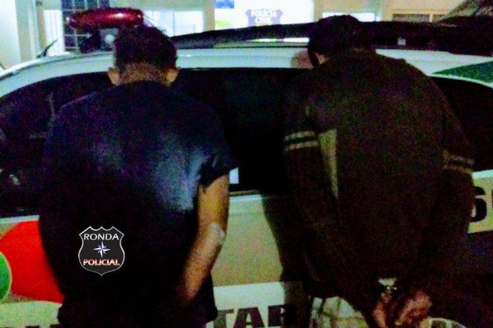 Dupla é flagrada pela PM após assaltar jovem durante a noite
