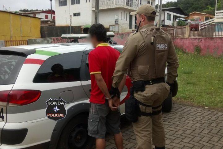 Jovem é preso em flagrante por receptação de objetos furtados em Passos Maia