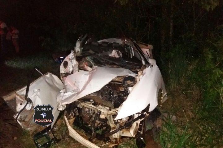 Três pessoas ficam feridas em grave acidente na 282 durante a noite