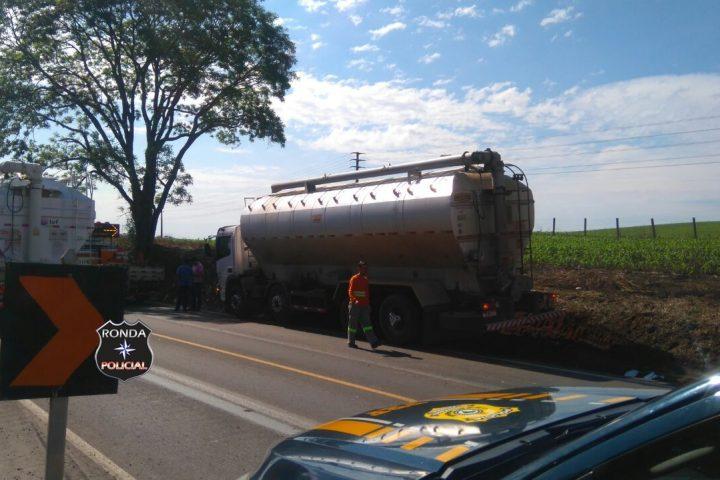 Dois acidentes simultâneos deixaram trânsito lento na BR-282