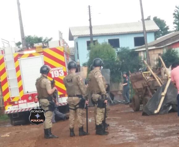 Policiamento Tático de Xanxerê intervém em manifesto de moradores em Xaxim