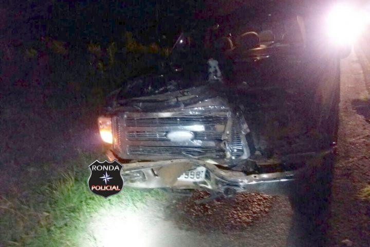 Três pessoas ficaram feridas em engavetamento na BR-282