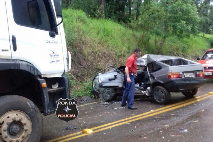 Motorista fica preso às ferragens em grave acidente no interior de Lajeado Grande