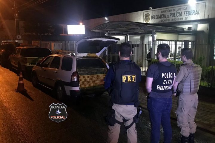 Ação conjunta das forças policiais recupera veículo furtado e apreende mais de 10 mil maços de cigarros contrabandeados