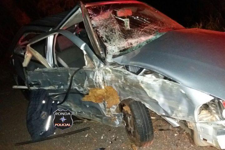Motorista abandona carro após acidente durante a madrugada na 282